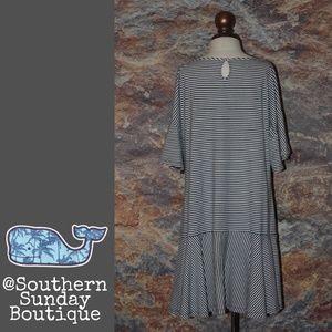 Vineyard Vines Dresses - Vineyard Vines Striped Flutter Sleeve Dress XL